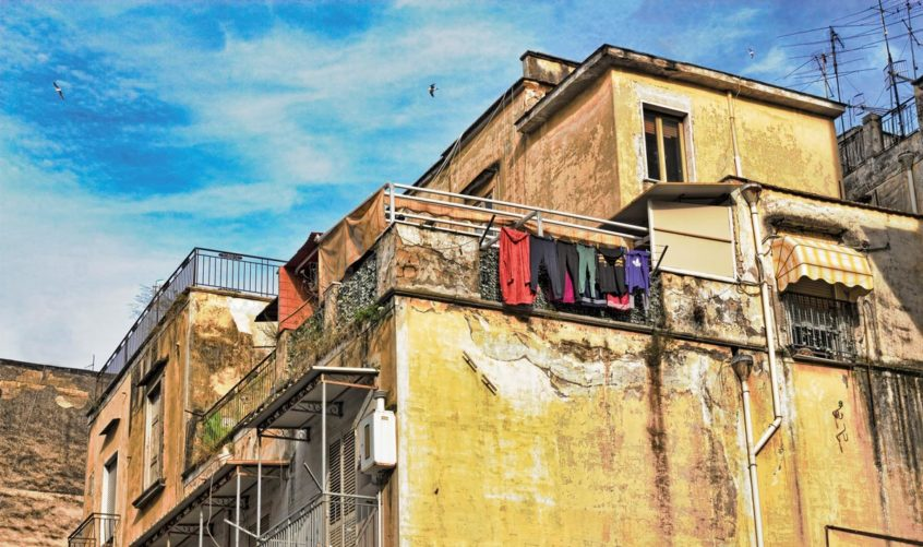 La povertà assoluta è in aumento a Napoli